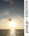 夕暮れ時の空と海 54923509