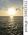夕暮れ時の空と海 54923512
