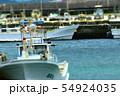 漁港に停泊している漁船 54924035