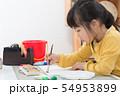 絵を描く子ども 54953899
