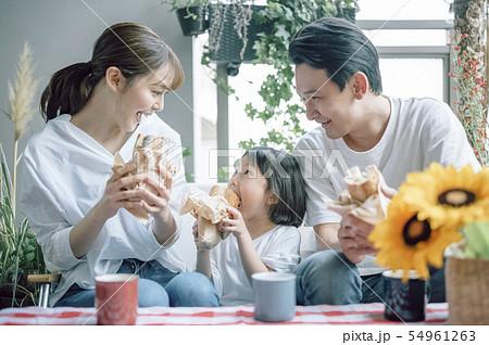家族 ライフスタイル 食事 54961263
