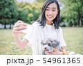 犬のいる暮らし 女性 54961365