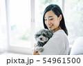 犬のいる暮らし 女性 54961500
