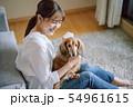 犬のいる暮らし 女性 54961615