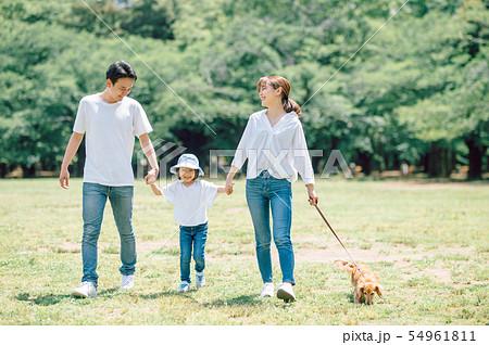 犬のいる暮らし 家族 54961811