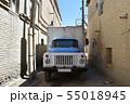 旧市街地の路地の古い型のトラック(ウズベキスタン, ブハラ) 55018945