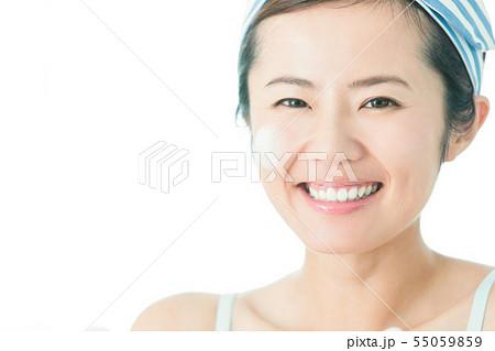洗顔 クレンジング ビューティー 女性 スキンケア ビューティ 若い女性 美容 55059859