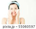 洗顔 クレンジング ビューティー 女性 スキンケア ビューティ 若い女性 美容 55060597