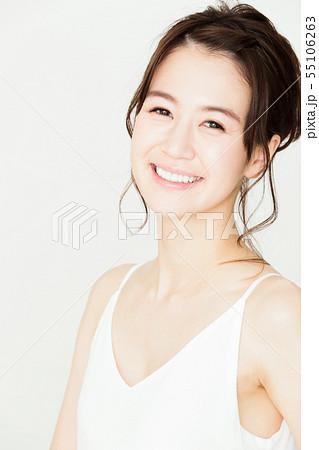 ビューティー 女性 スキンケア ビューティ 若い女性 美容 55106263