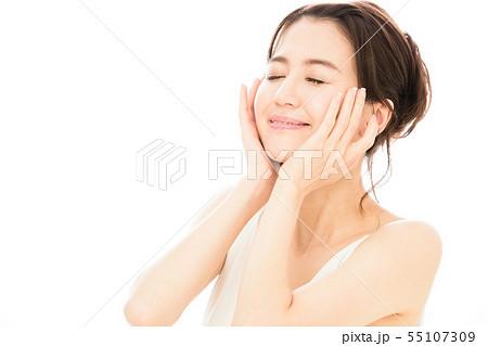 ビューティー 女性 スキンケア ビューティ 若い女性 美容 55107309