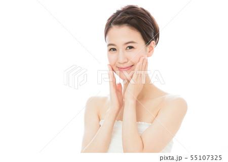 ビューティー 女性 スキンケア ビューティ 若い女性 美容 55107325