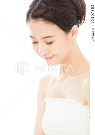 ビューティー 女性 スキンケア ビューティ 若い女性 美容 55107363