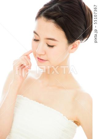 ビューティー 女性 スキンケア ビューティ 若い女性 美容 55107367