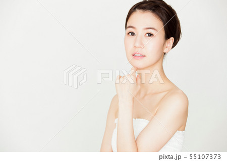 ビューティー 女性 スキンケア ビューティ 若い女性 美容 55107373