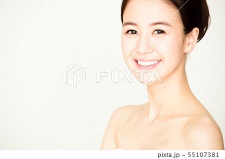 ビューティー 女性 スキンケア ビューティ 若い女性 美容 55107381