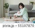 女性 女の子 ソファーの写真 55107870