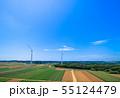 高台に並ぶクリーンエネルギー風力発電 55124479
