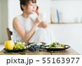 若い女性(食事) 55163977