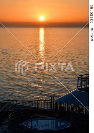 スペイン、アリカンテ、地中海の日の出 55180469