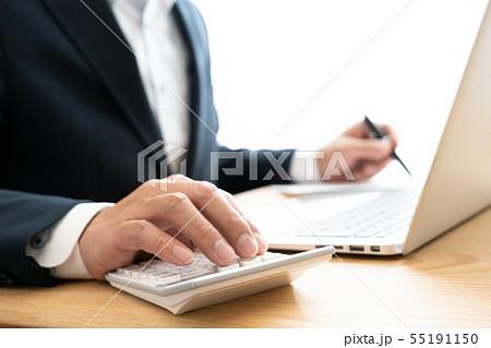 書類とビジネスマン 55191150