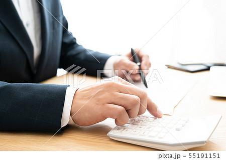 書類とビジネスマン 55191151