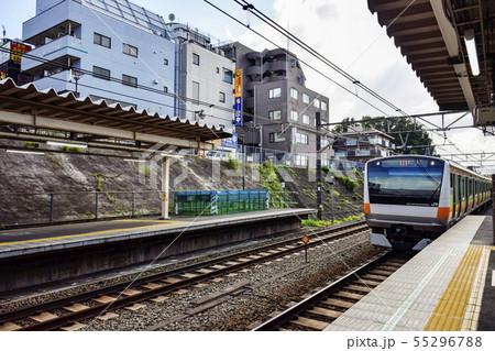 電車とホーム JR中央線 西国分寺駅 55296788