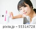 メイク道具と若い女の子 55314728