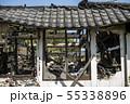 火事で焼けた家の窓辺 55338896