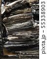火事で焼けた、積み重なった本 55338903