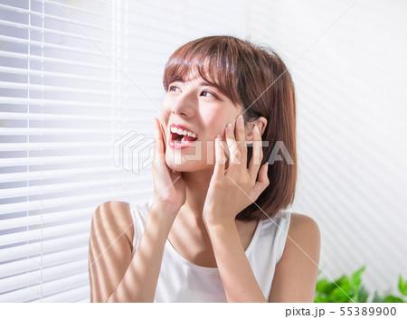 Young asian woman enjoy sunshine 55389900