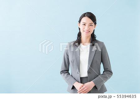 20代女性 グレースーツ 55394635