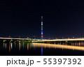 アメリカ合衆国の国旗をイメージした特別ライティングのスカイツリーと桜橋の夜景 55397392