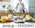 朝の食卓 女性と料理 55435043