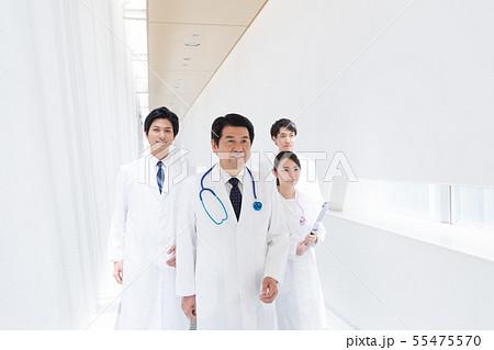 ビジネスマン、病院、医師 55475570