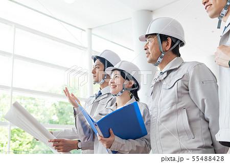 ビジネスウーマン、ヘルメット、ゼネコン、建設業 55488428