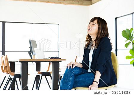 オフィス ビジネス 女性 クリエイティブオフィス カジュアルオフィス シェアオフィス 55511888