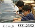 石を削る子供たち 55512352