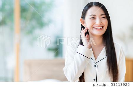 若い女性 55513926