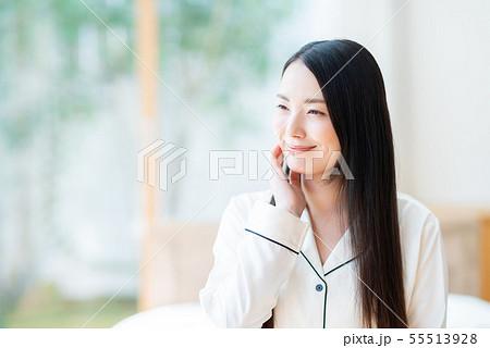 若い女性 55513928