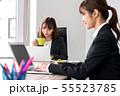 オフィス 女性 パソコン ビジネス 55523785