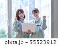 作業員 オフィス パソコン チーム ミーティング 55523912