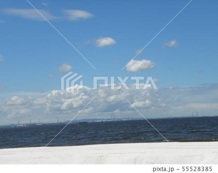 梅雨明けの青空と白い雲 55528385