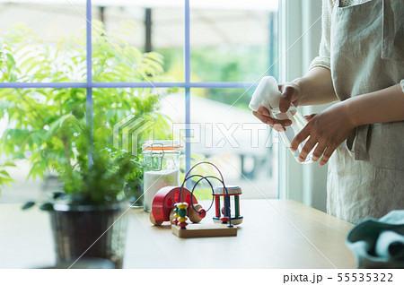 おもちゃの消毒 手元 55535322