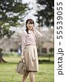女性 公園 55539055