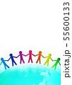 手を取り合う人々と地球のグローバルイメージ 55600133