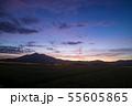 日の出直前の筑波山 55605865