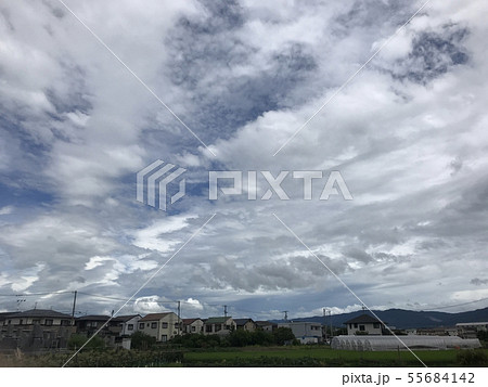 青空と雲 不安定な天気 permingM 写真素材 55684142