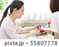 お正月飾りを作る女性 55807778
