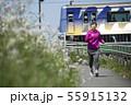 ランニング 女性 電車 55915132
