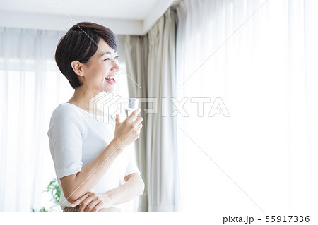 女性 水 デトックス 美容 ビューティー 健康 ライフスタイル 55917336